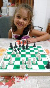 Malu jogando xadrez - 1